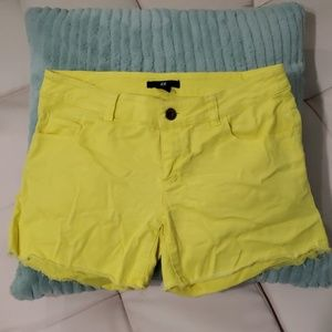 H&M lemon yellow short